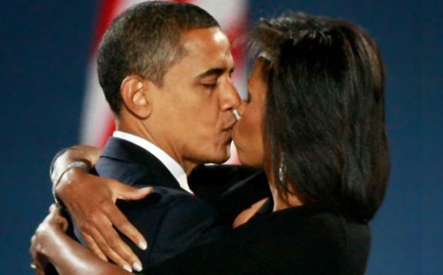 the Obamas kissing